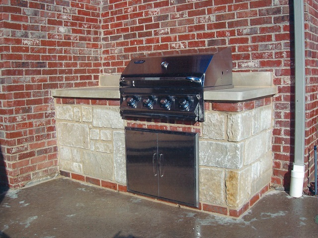This Built In Four Burner Gas Grill Provides 48 000 Btu S And 740 Square Inches Of Cooking E All Constructed 430 Grade Stainless Steel